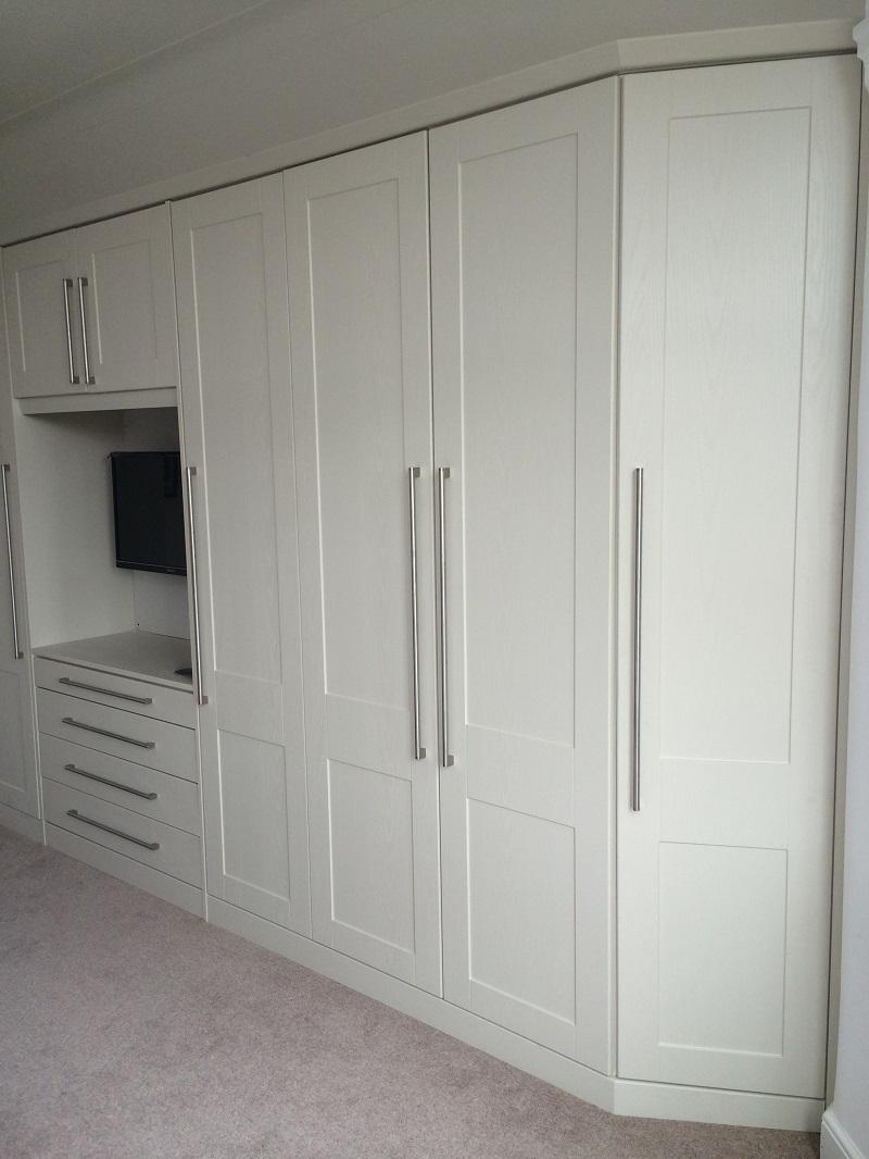 haker-bedroom-with-angled-door