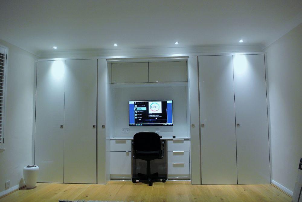 zurfiz-bedroom-supermatt-white-spinfront-chair