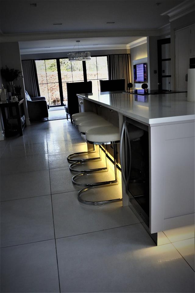 bespoke-kitchens-glasgow-breakfast-bar-whitecraigs