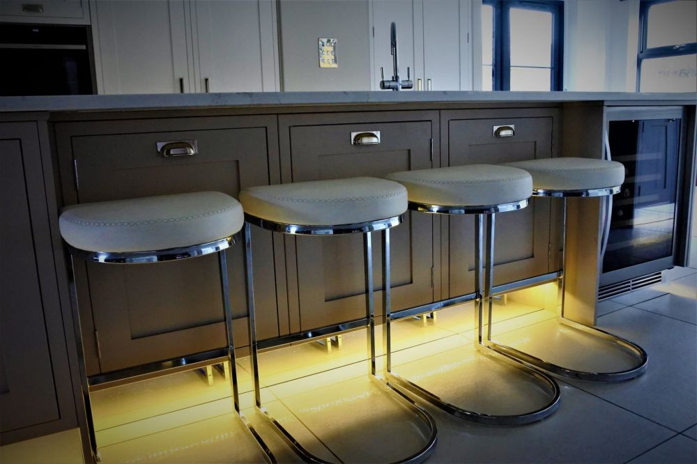 breakfast-bar-with-stools