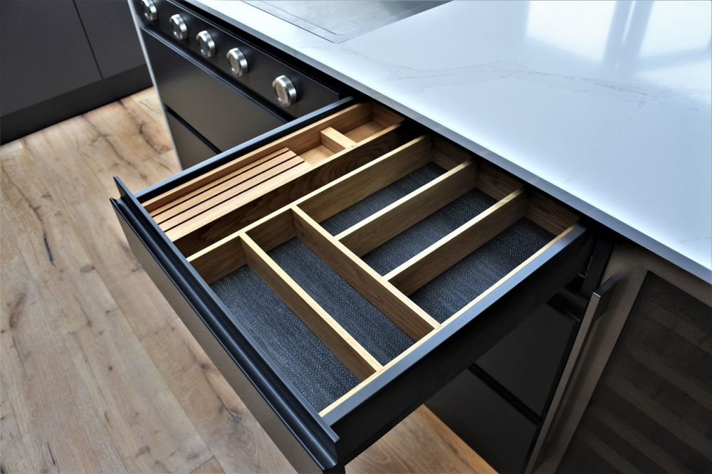 Blum Legrabox soft-close drawers with an oak insert and knife block