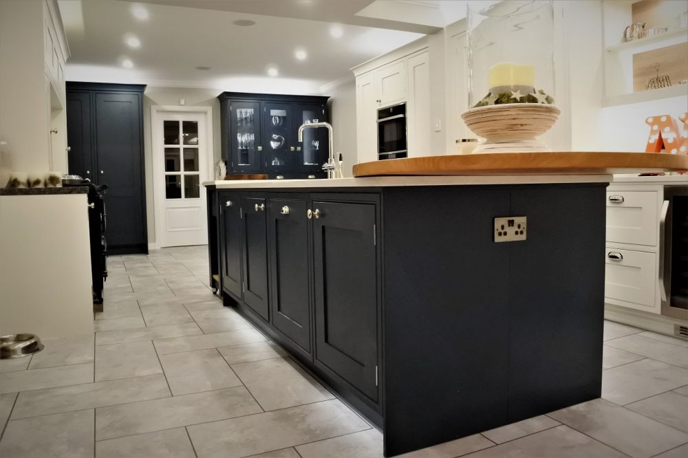 Bespoke Painted Shaker Kitchen In-Frame with Satin Nickel Hinge, Silestone Lagoon Worksurface, Thorntonhall, Glasgow, G76