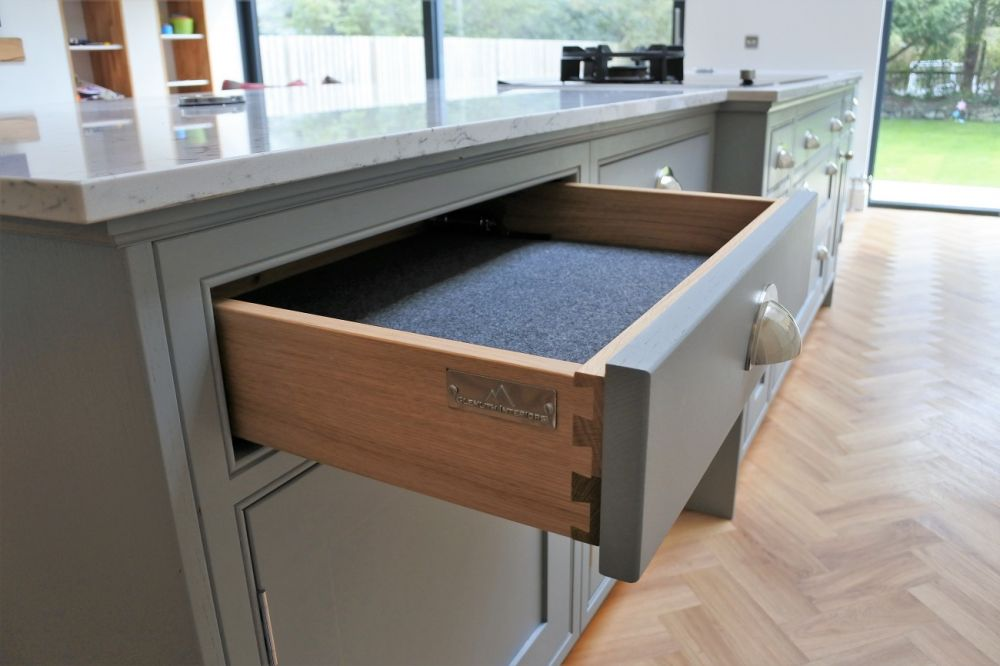 Complement dovetail Oak drawer with felt linings and soft close mechanisms