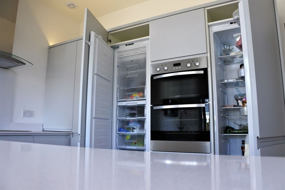 Full-size integrated fridge and freezer