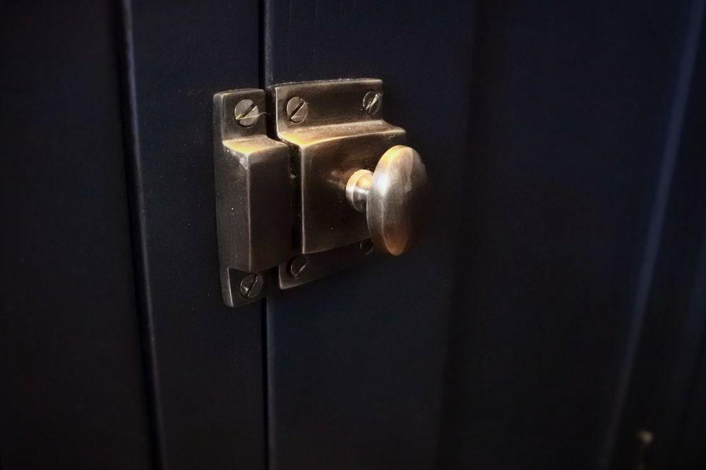 antique-bronze-cabinet-latch