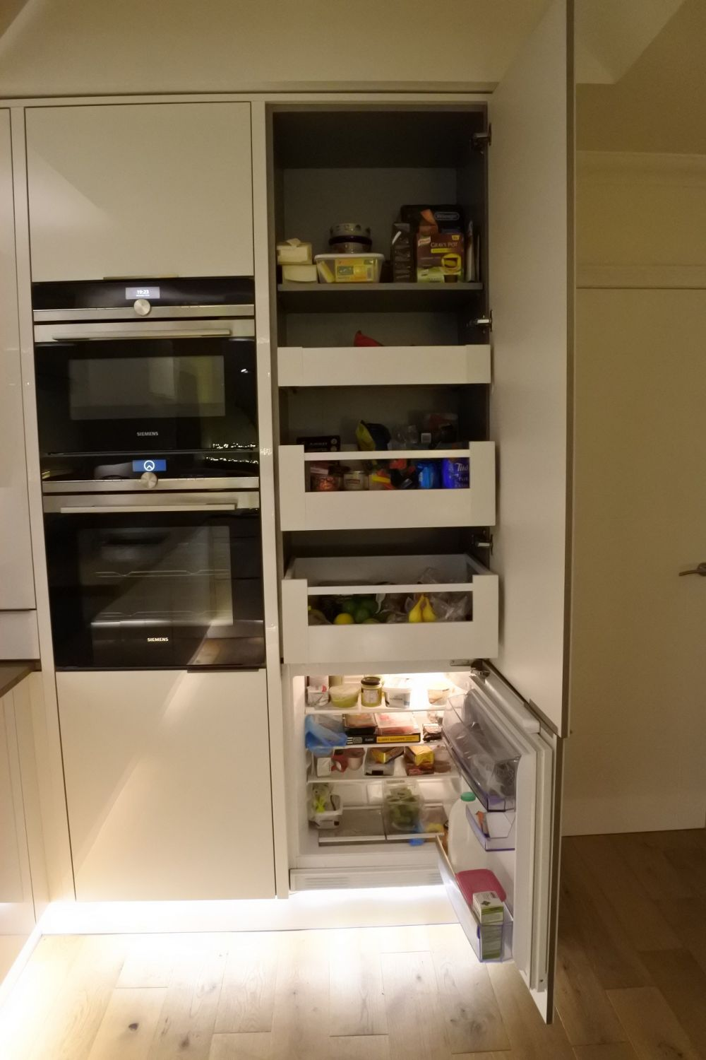blum-space-tower-with-integrated-neff-fridge