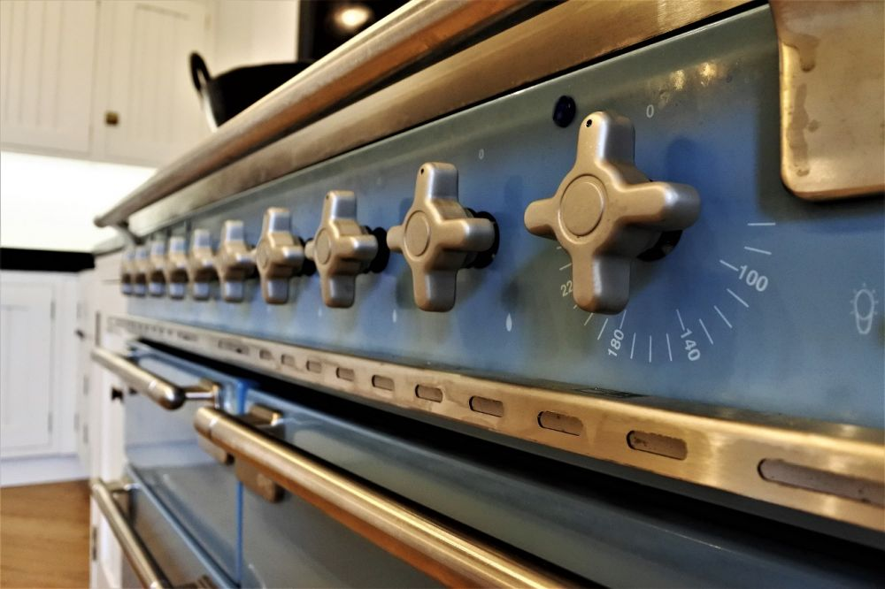 Bespoke Inframe Shaker with Tongue & Groove center panel Antique Brass butt hinge in  Wimborne White (239),  Glasgow, Hyndland, G12