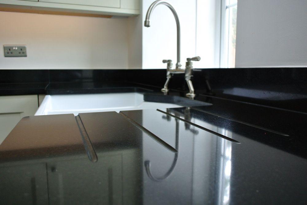 drainer-grooves-in-roman-black-granite