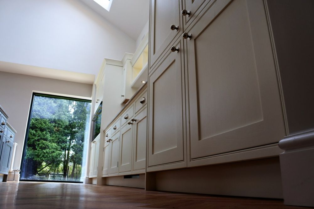 Shaker in-frame bespoke kitchen. Winborne white with lyra silestone