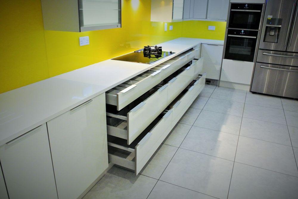 3 meters of drawers