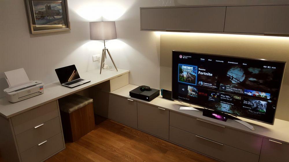 Media Wall with Office Desk Transition Zurfiz Ultramatt Grey
